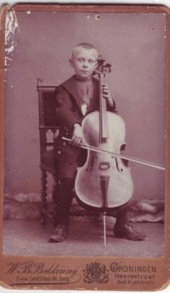 Deze afbeelding heeft een leeg alt-attribuut; de bestandsnaam is Willem-cello.jpg